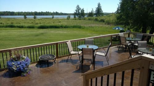back-patio-lakeview-popple-bar.jpg